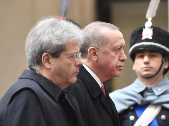 Scontri al sit-in  contro Erdogan (LaPresse)