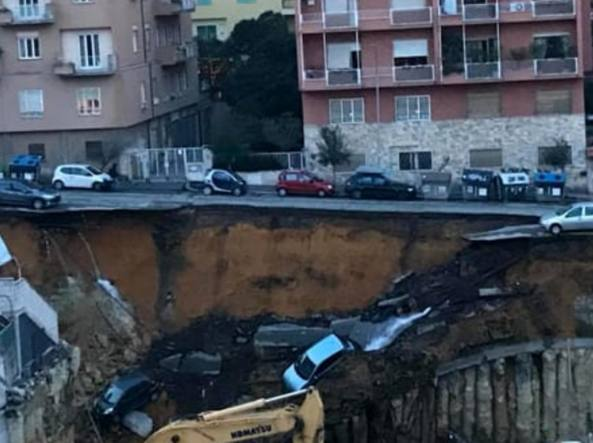 Roma, voragine alla Balduina: auto precipitano nel vuoto