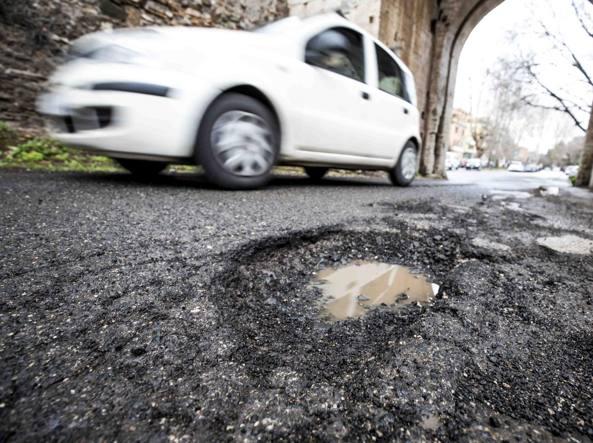 Roma, buche: richiesti ai Municipi i dati sulla manutenzione stradale