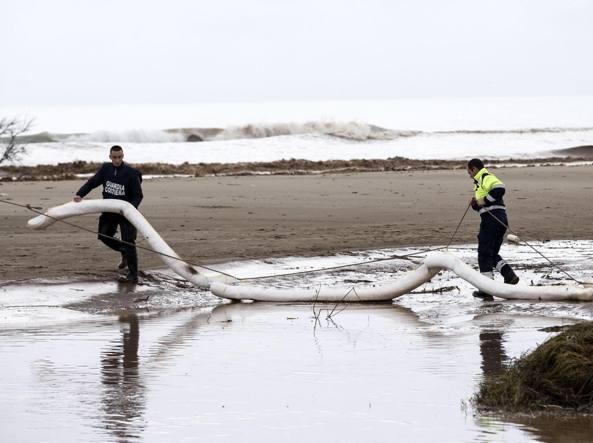 Tragedia sul litorale: cadavere di un uomo ritrovato in spiaggia