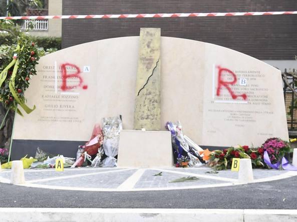 Roma: imbrattata con lo spray la lapide commemorativa di Aldo Moro
