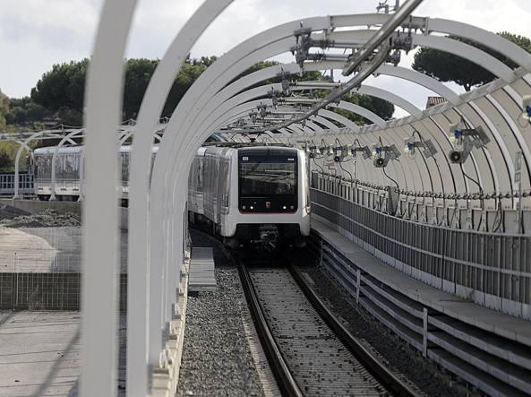 Roma, Metro C, trolley abbandonato a Torre Angela: allarme bomba
